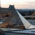 ルーブルのピラミッド(パリ)
